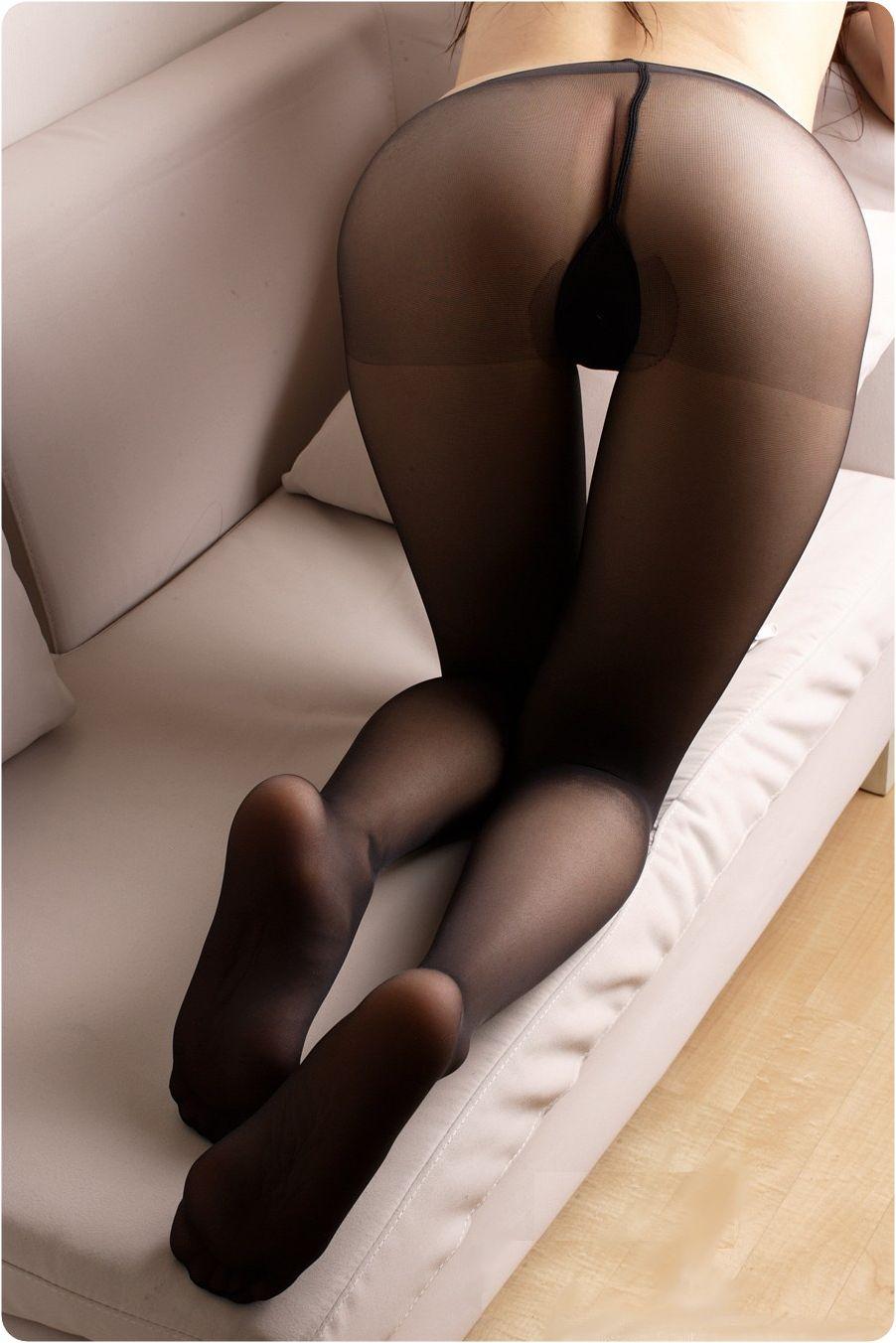 【パンストエロ画像】ほんのり肌色がそそるw黒パンスト纏ったムッチリ下半身www 09