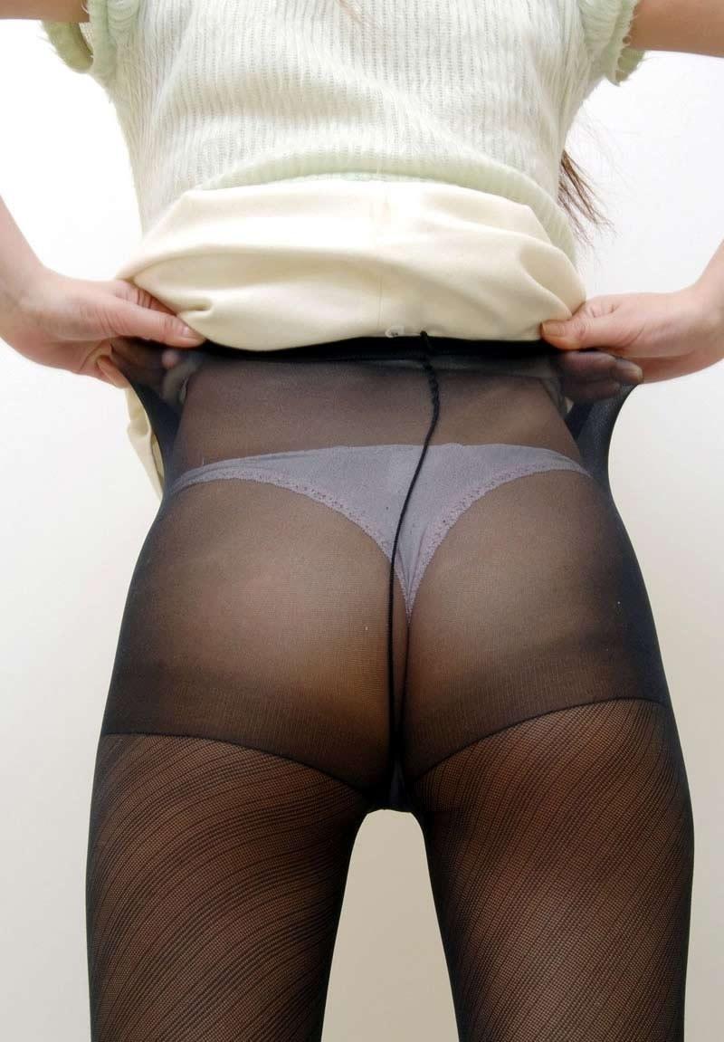 【パンストエロ画像】ほんのり肌色がそそるw黒パンスト纏ったムッチリ下半身www 24