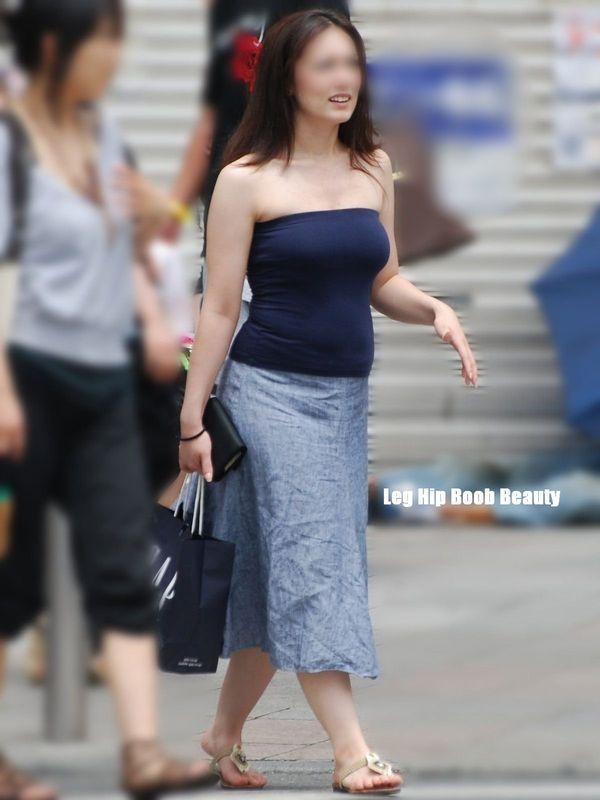 【巨乳エロ画像】本当のサイズは考えてる以上w去るまで見続けたい着衣巨乳www 12