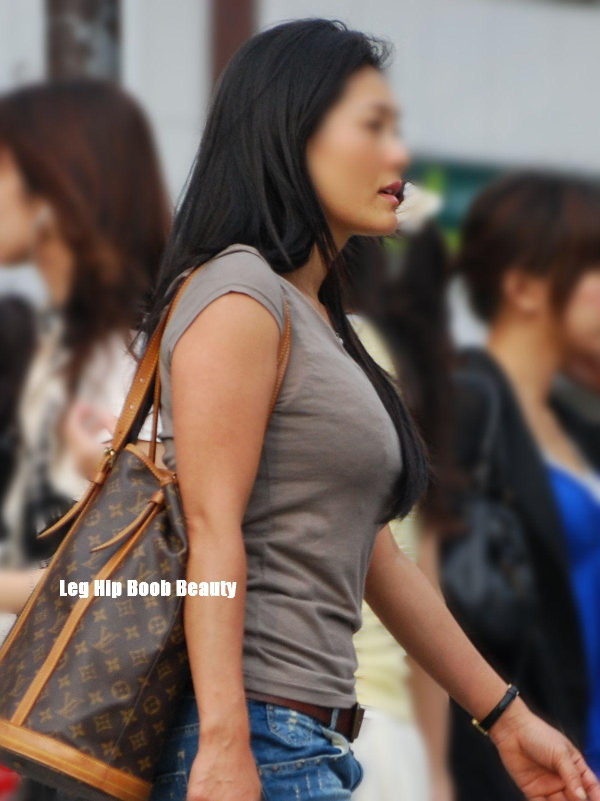 【巨乳エロ画像】本当のサイズは考えてる以上w去るまで見続けたい着衣巨乳www 13