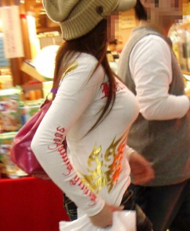 【巨乳エロ画像】本当のサイズは考えてる以上w去るまで見続けたい着衣巨乳www 20