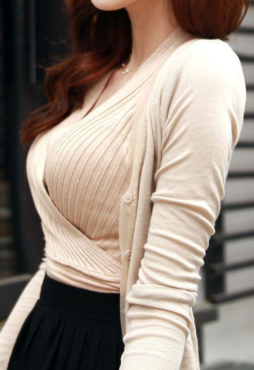 【巨乳エロ画像】本当のサイズは考えてる以上w去るまで見続けたい着衣巨乳www 22