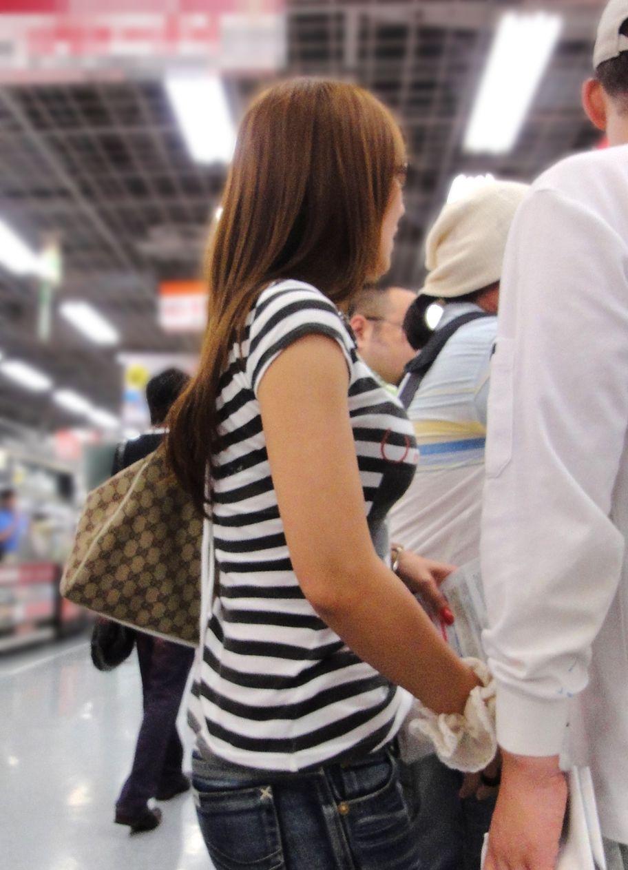 【巨乳エロ画像】本当のサイズは考えてる以上w去るまで見続けたい着衣巨乳www 28