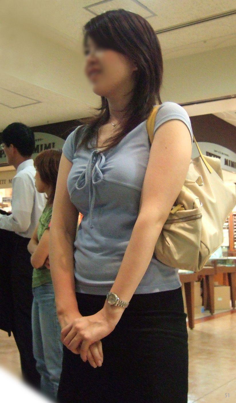 【巨乳エロ画像】本当のサイズは考えてる以上w去るまで見続けたい着衣巨乳www 30