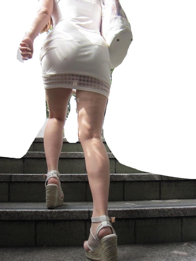 【パンチラエロ画像】パンツ見えるなら喜んで卑屈のフリwローアングルで下着覗きwww 20