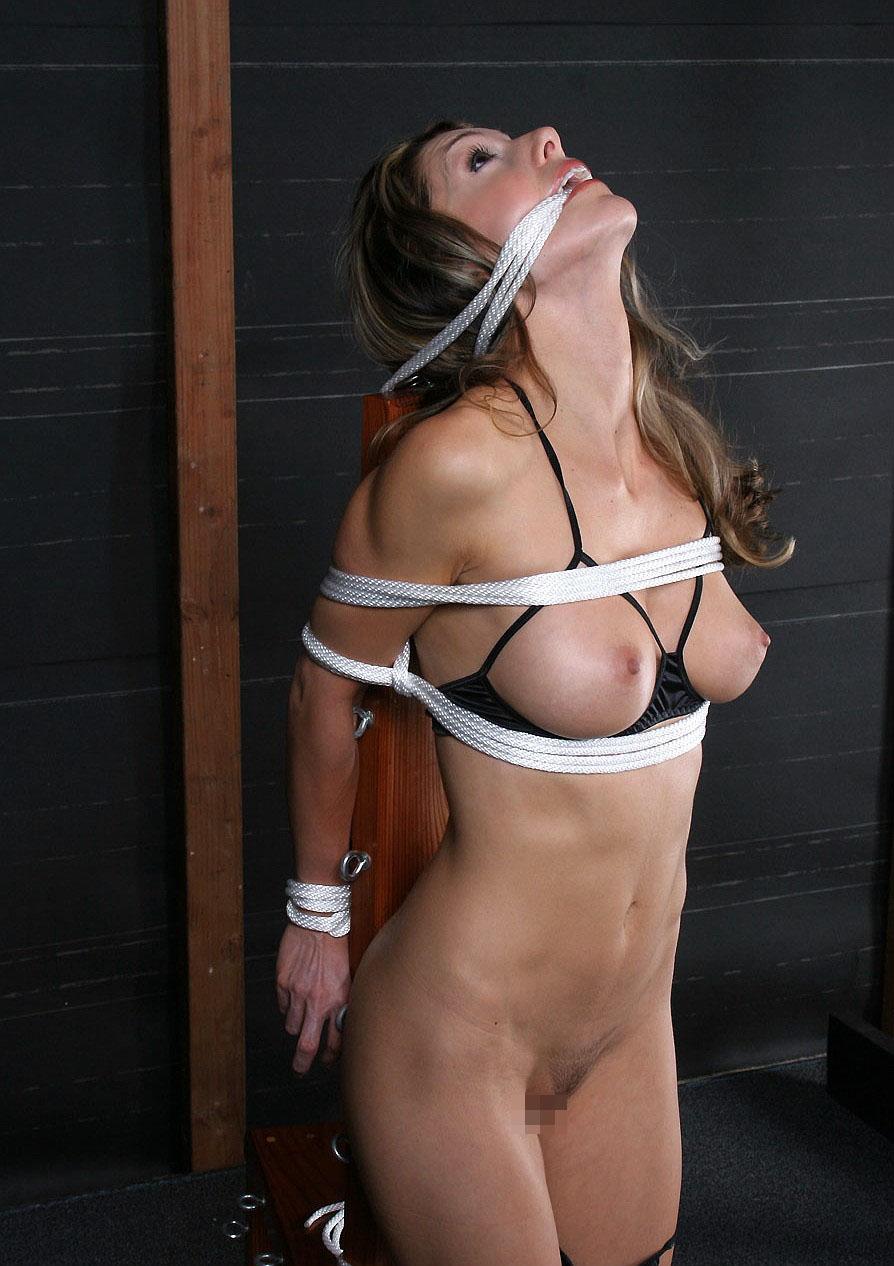 【BDSMエロ画像】超絶品の肉体を縛って更に卑猥さ倍増!海外M女の拘束図www 05