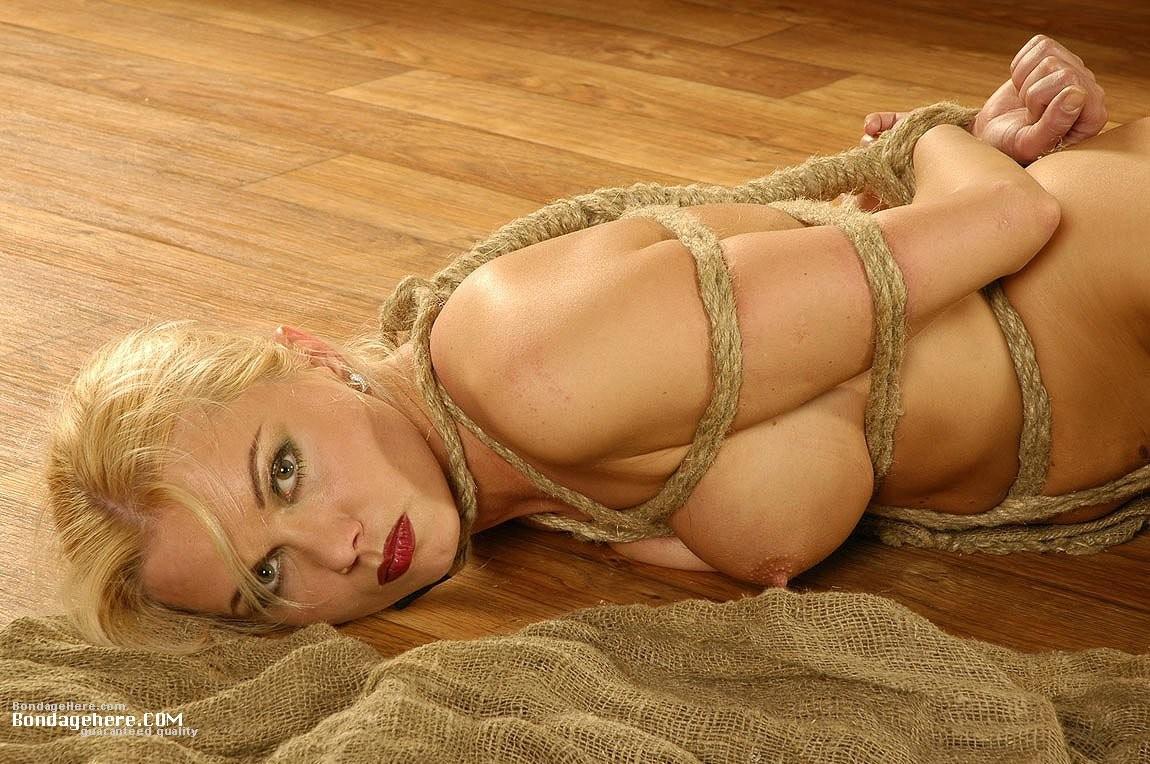 【BDSMエロ画像】超絶品の肉体を縛って更に卑猥さ倍増!海外M女の拘束図www 26
