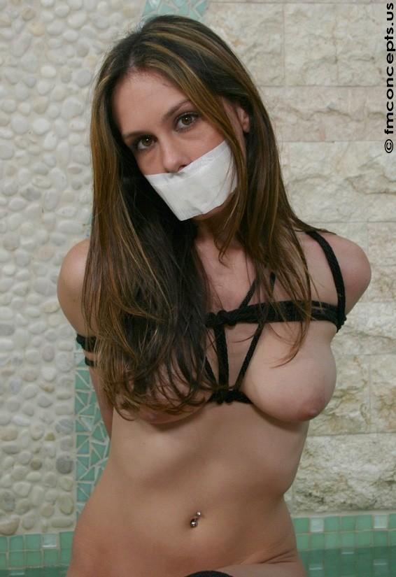 【BDSMエロ画像】超絶品の肉体を縛って更に卑猥さ倍増!海外M女の拘束図www 29