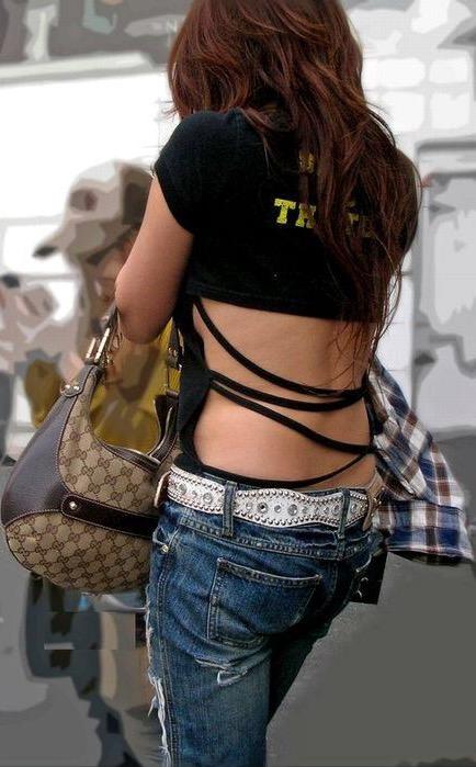 【街角着エロ画像】お金はあるけど背中開きw見せるの大好き素人ギャルの露出過度ファッションwww 04
