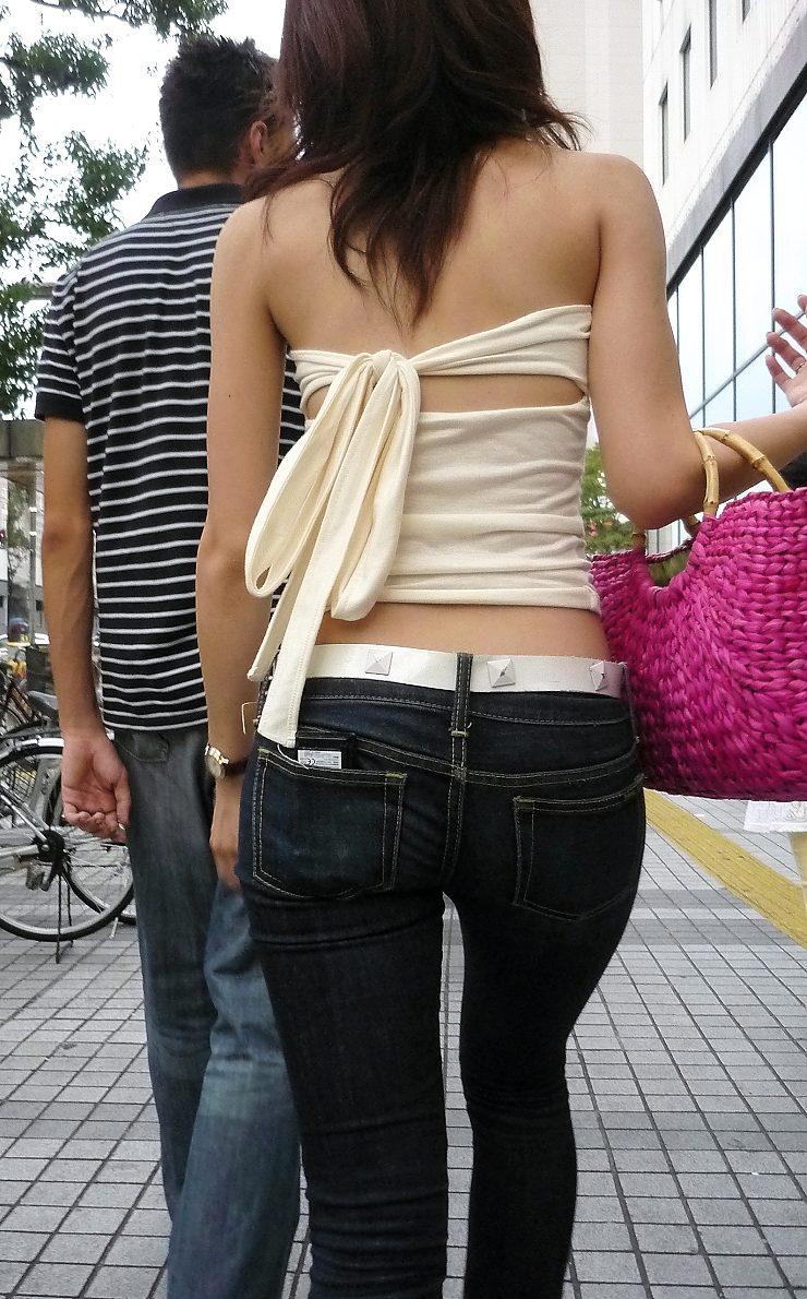 【街角着エロ画像】お金はあるけど背中開きw見せるの大好き素人ギャルの露出過度ファッションwww 06