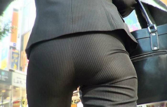 【着尻エロ画像】ケツが色々とクッキリ!尻隠せない働く女のパンツスーツwww 001