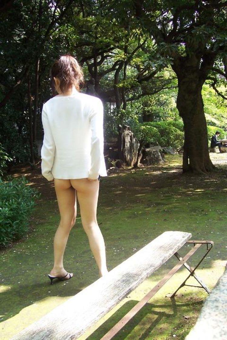 【露出エロ画像】彼女達は常にソロw群れる事は好まない孤独な露出プレイwww 24