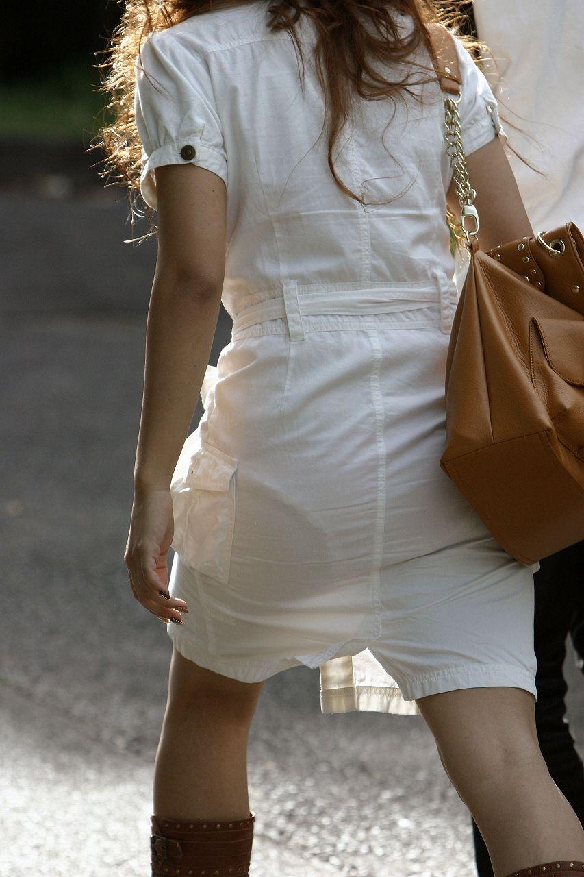 【透けパンエロ画像】誰も教えてくれないまま恥…着衣なのに下着丸見えな淑女たちwww 01
