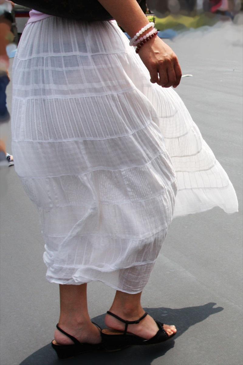 【透けパンエロ画像】誰も教えてくれないまま恥…着衣なのに下着丸見えな淑女たちwww 03