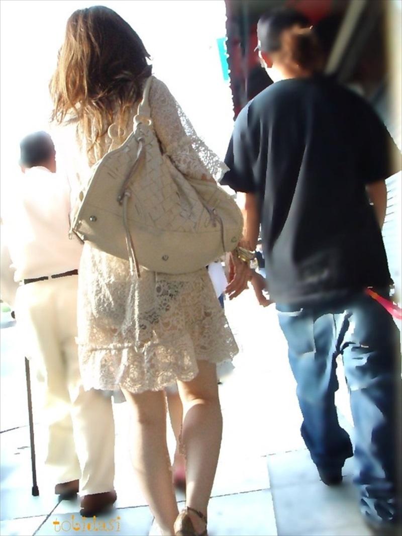 【透けパンエロ画像】誰も教えてくれないまま恥…着衣なのに下着丸見えな淑女たちwww 04