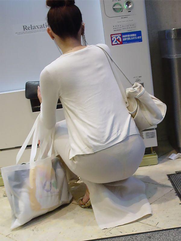 【透けパンエロ画像】誰も教えてくれないまま恥…着衣なのに下着丸見えな淑女たちwww 05