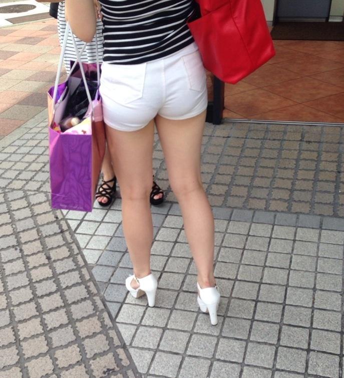 【透けパンエロ画像】誰も教えてくれないまま恥…着衣なのに下着丸見えな淑女たちwww 07