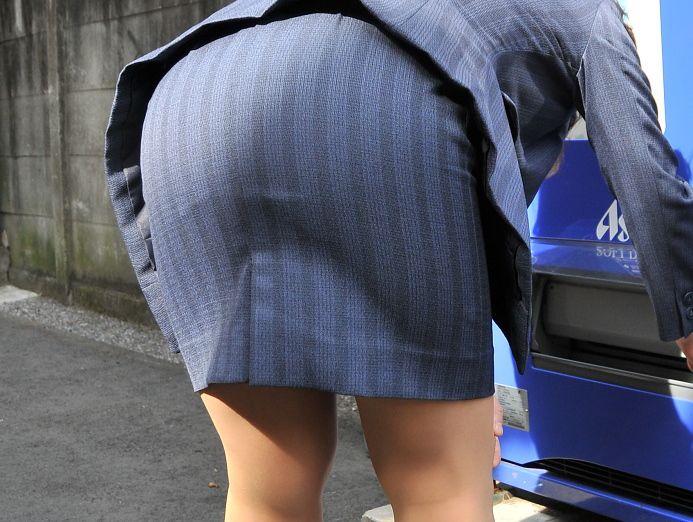 【透けパンエロ画像】誰も教えてくれないまま恥…着衣なのに下着丸見えな淑女たちwww 10
