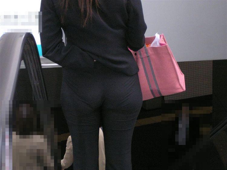 【透けパンエロ画像】誰も教えてくれないまま恥…着衣なのに下着丸見えな淑女たちwww 11