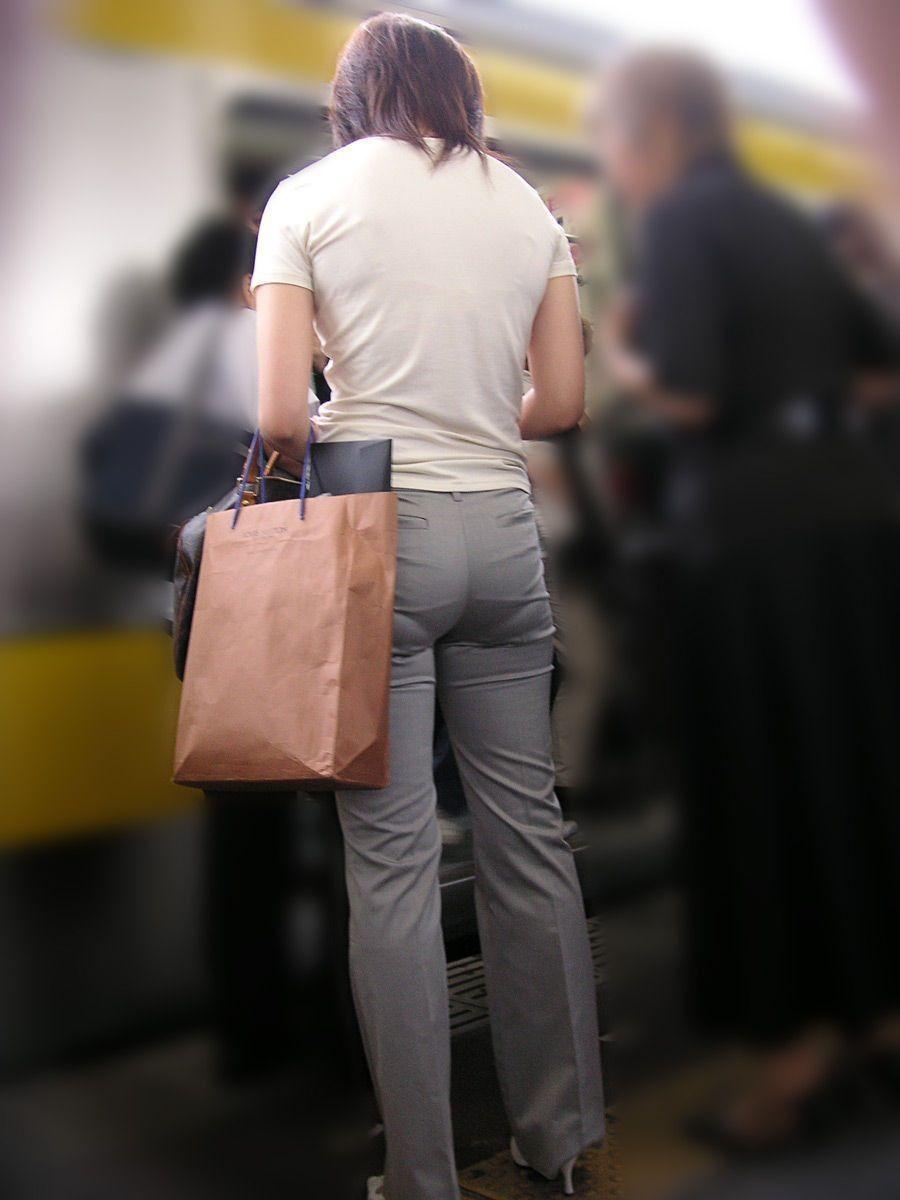 【透けパンエロ画像】誰も教えてくれないまま恥…着衣なのに下着丸見えな淑女たちwww 12