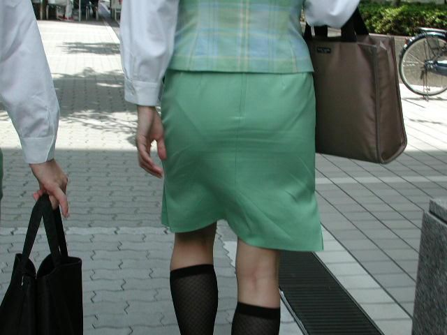 【透けパンエロ画像】誰も教えてくれないまま恥…着衣なのに下着丸見えな淑女たちwww 13
