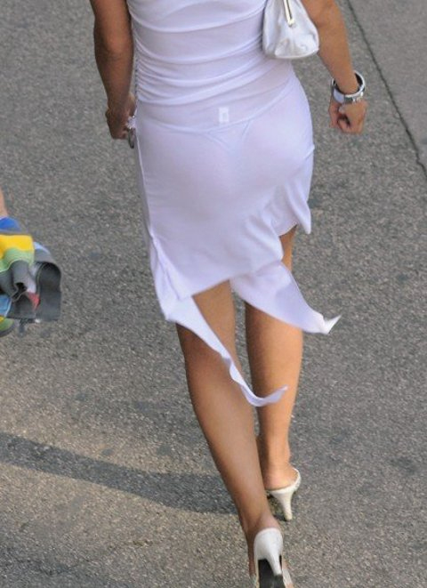 【透けパンエロ画像】誰も教えてくれないまま恥…着衣なのに下着丸見えな淑女たちwww 20