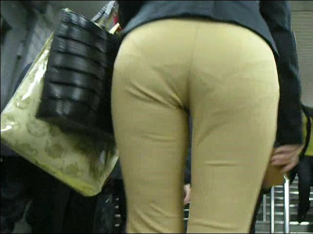【透けパンエロ画像】誰も教えてくれないまま恥…着衣なのに下着丸見えな淑女たちwww 23