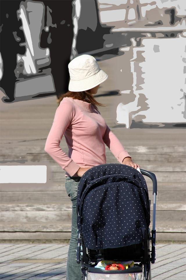 【巨乳エロ画像】主婦層に多い乳袋w揉まれ済と思うと余計にヤバイ街角おっぱいwww 02