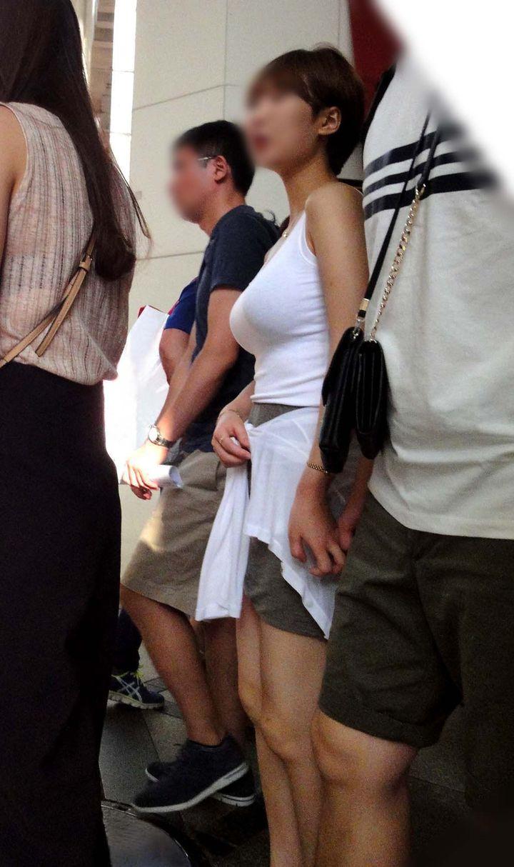 【巨乳エロ画像】主婦層に多い乳袋w揉まれ済と思うと余計にヤバイ街角おっぱいwww 07