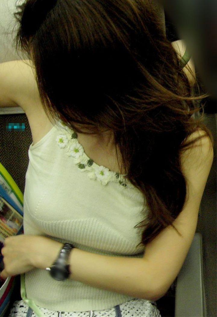 【巨乳エロ画像】主婦層に多い乳袋w揉まれ済と思うと余計にヤバイ街角おっぱいwww 14