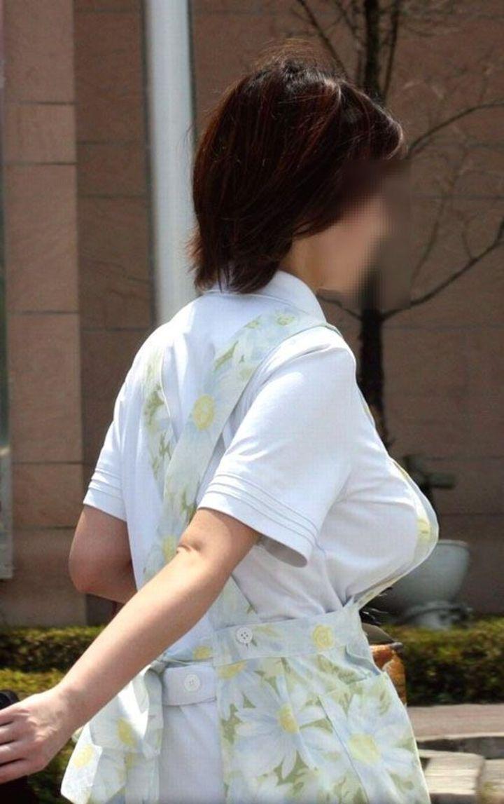 【巨乳エロ画像】主婦層に多い乳袋w揉まれ済と思うと余計にヤバイ街角おっぱいwww 15