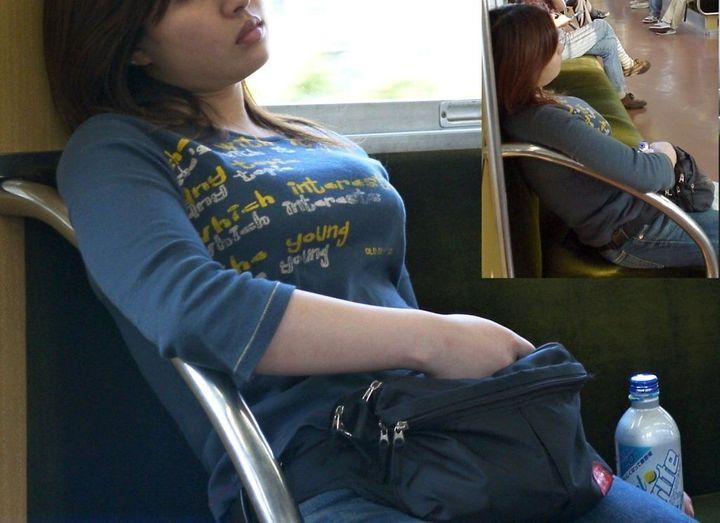 【巨乳エロ画像】主婦層に多い乳袋w揉まれ済と思うと余計にヤバイ街角おっぱいwww 20