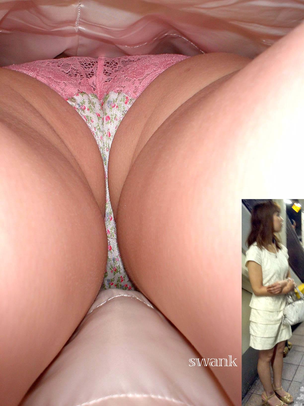 【パンチラエロ画像】お尻の色も目立つ原因wド派手パンツな女子の逆さ撮りwww 08