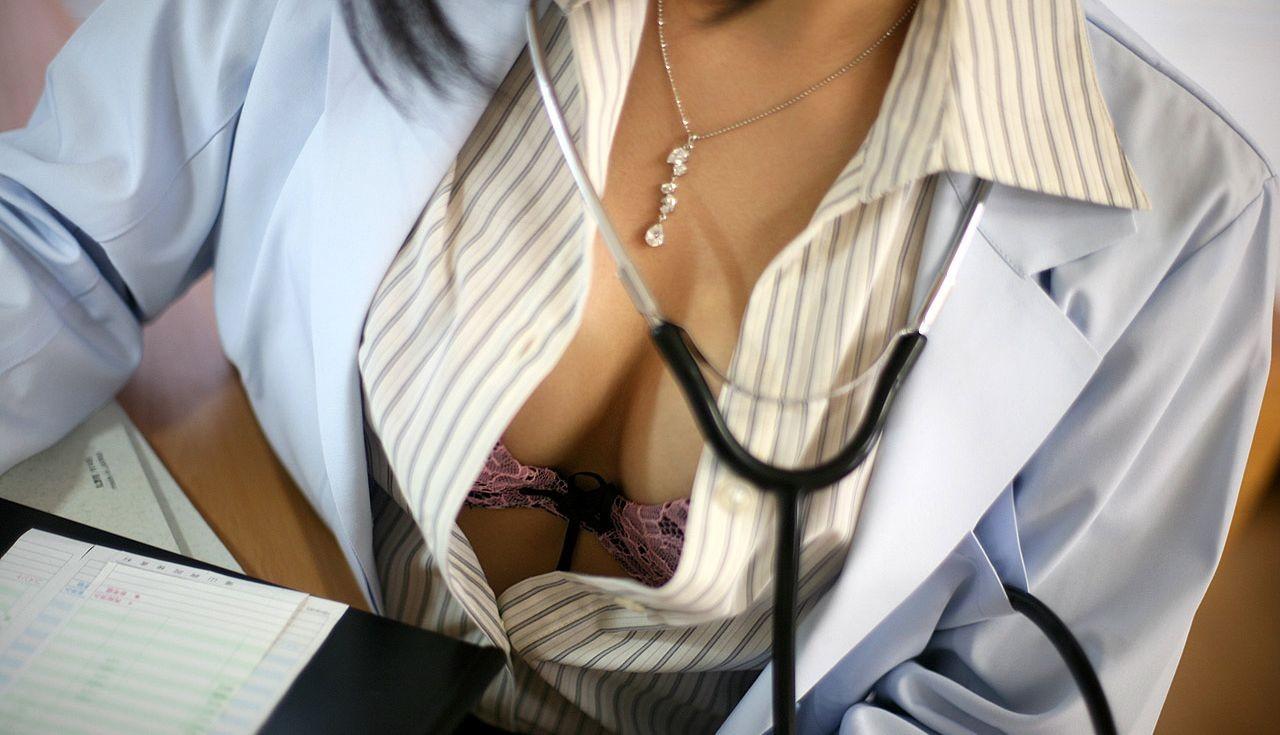 【女医エロ画像】こんな痴女に診察されたい!むしろ体の奥まで任せたいエロ女医さんwww 01