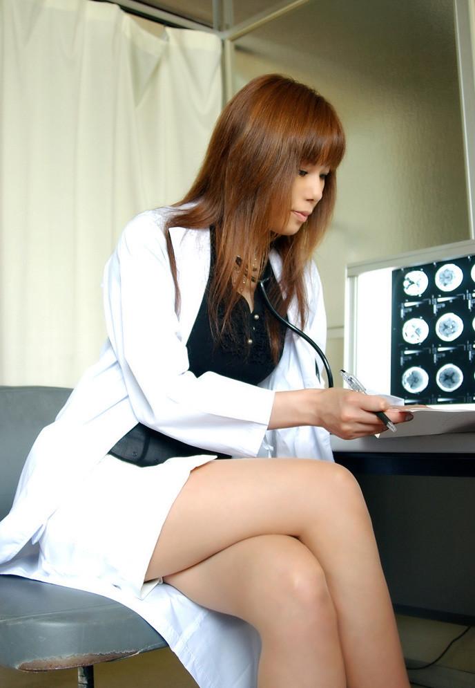 【女医エロ画像】こんな痴女に診察されたい!むしろ体の奥まで任せたいエロ女医さんwww 12