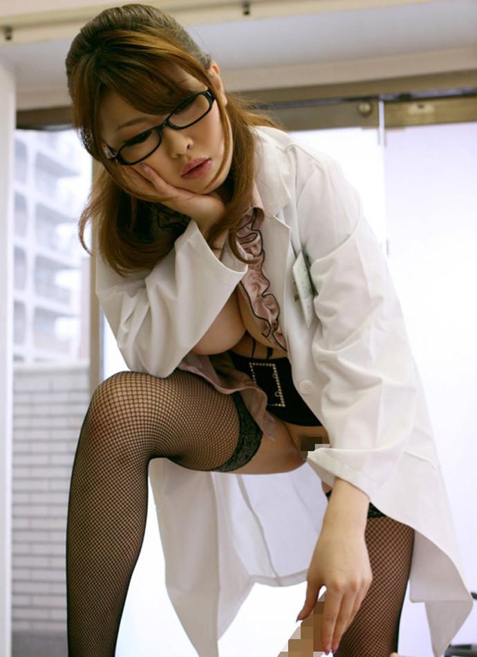 【女医エロ画像】こんな痴女に診察されたい!むしろ体の奥まで任せたいエロ女医さんwww 19