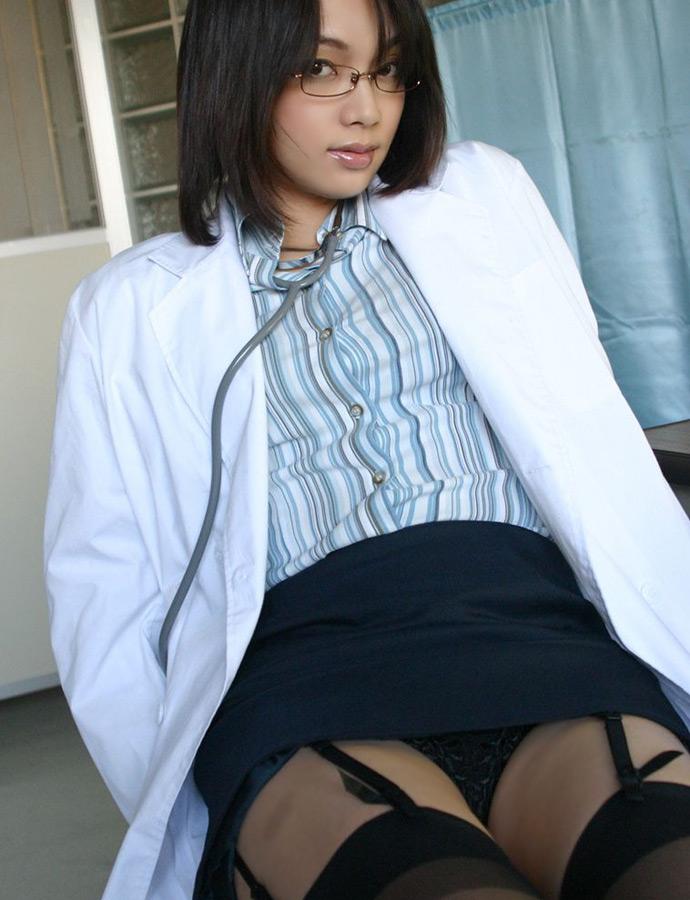 【女医エロ画像】こんな痴女に診察されたい!むしろ体の奥まで任せたいエロ女医さんwww 20