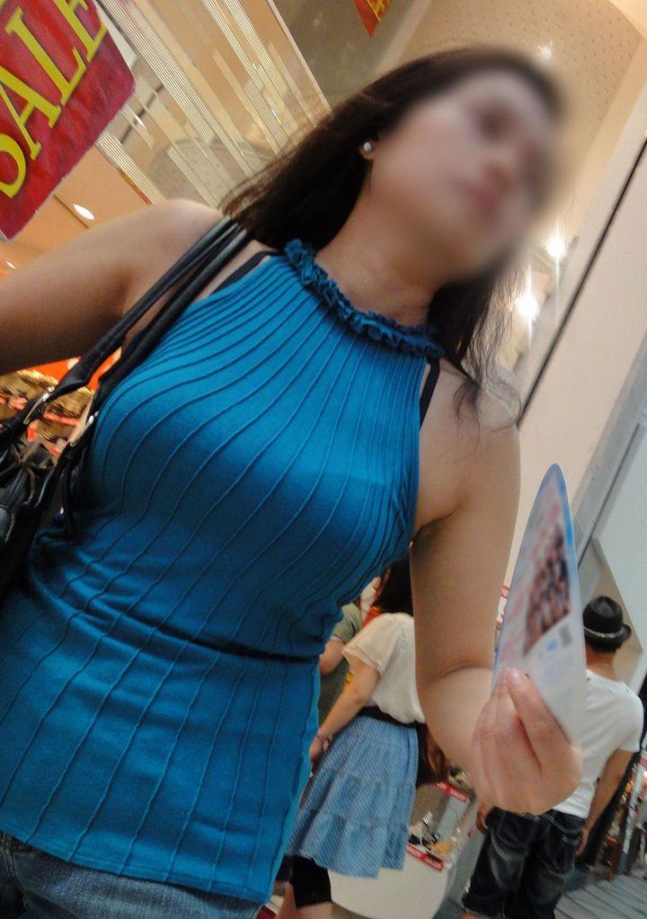 【巨乳エロ画像】脱がしたいな…うっかり呟かされそうな着衣おっぱい目撃www 06