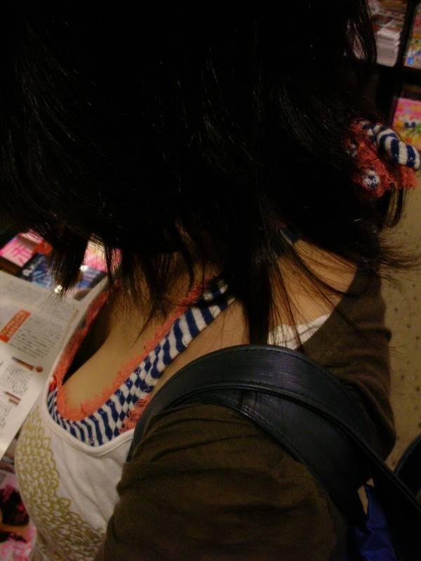 【巨乳エロ画像】脱がしたいな…うっかり呟かされそうな着衣おっぱい目撃www 13