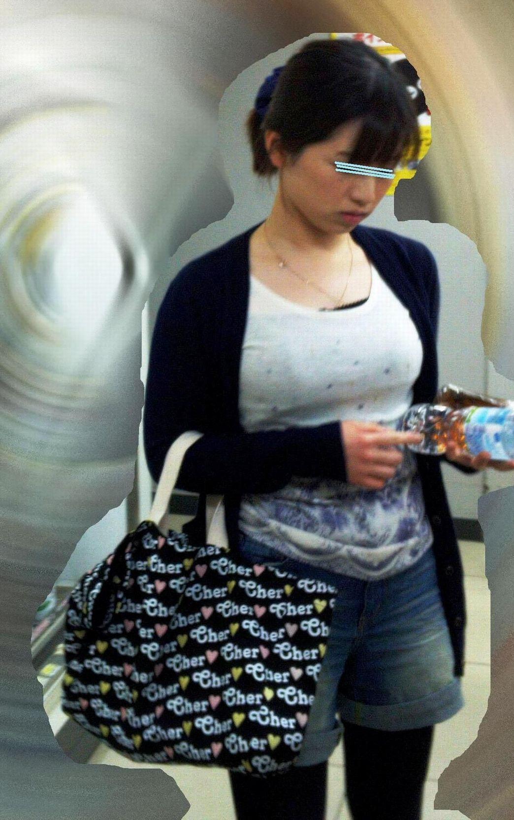 【巨乳エロ画像】脱がしたいな…うっかり呟かされそうな着衣おっぱい目撃www 15