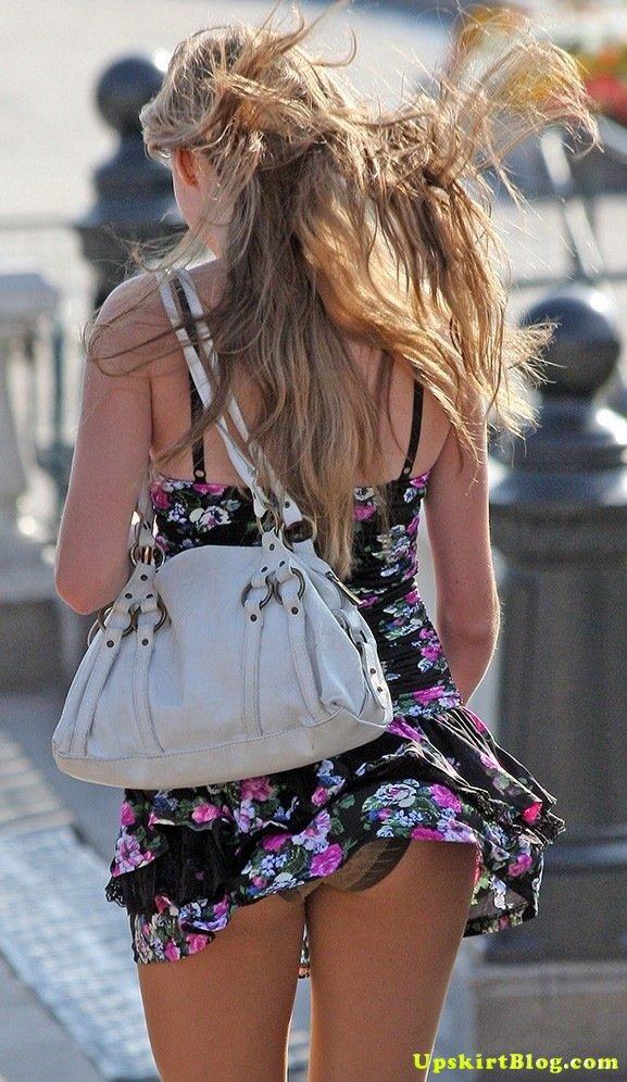 【海外エロ画像】ノーパンがバレても気にしない心の広さ?風に舞う外国女性のパンチラwww 19