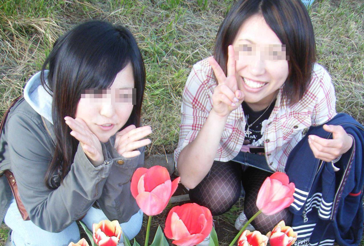 【パンチラエロ画像】ミニスカ女子が前列だから当然…半永久的に丸見えな記念写真パンチラwww 09