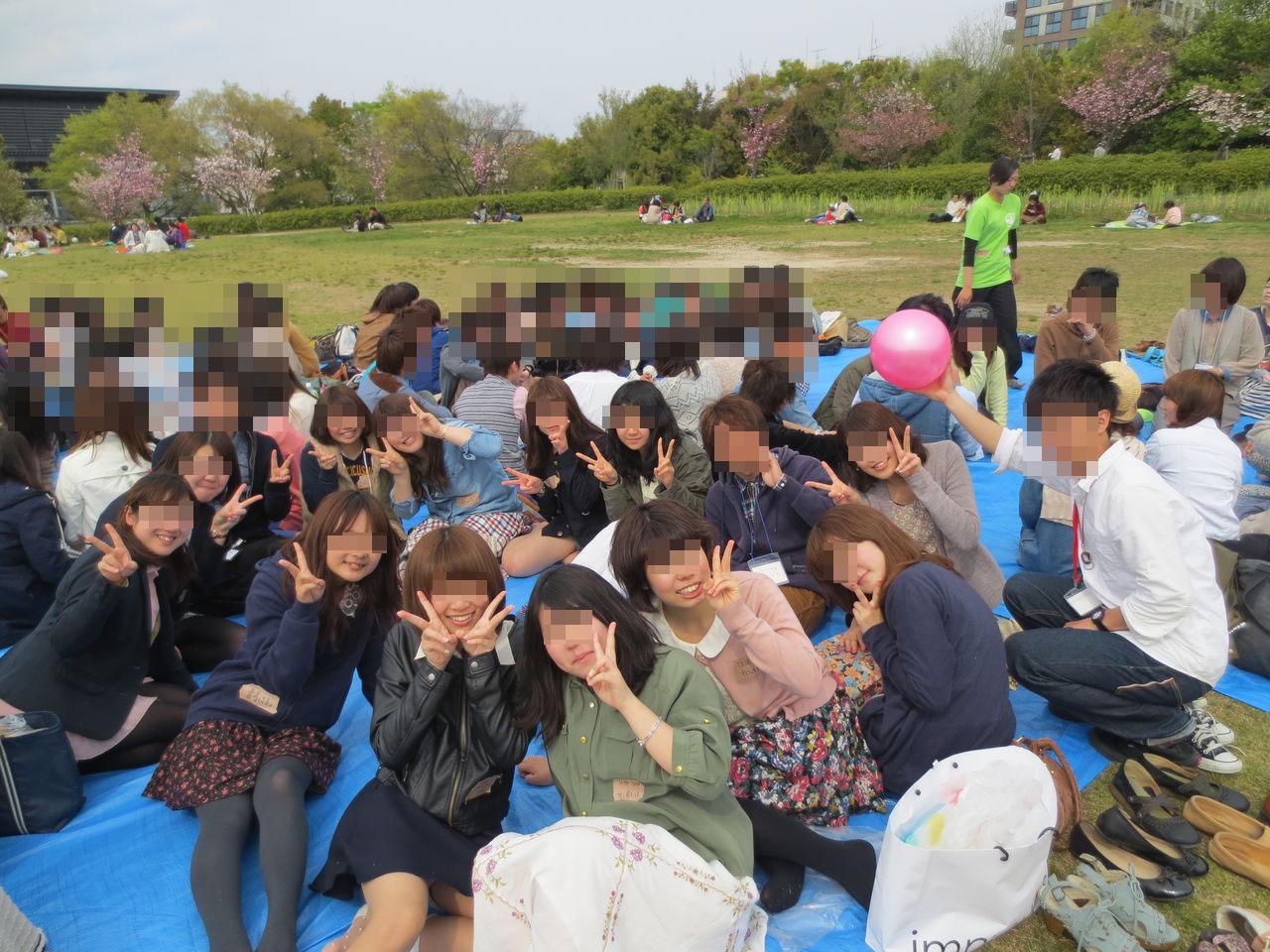 【パンチラエロ画像】ミニスカ女子が前列だから当然…半永久的に丸見えな記念写真パンチラwww 20