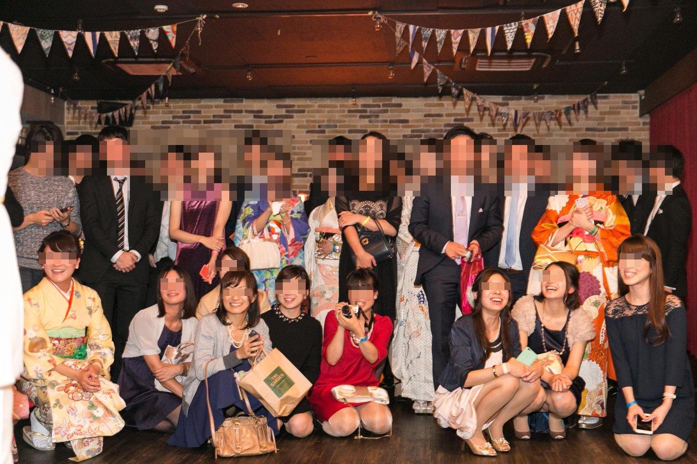 【パンチラエロ画像】ミニスカ女子が前列だから当然…半永久的に丸見えな記念写真パンチラwww 23