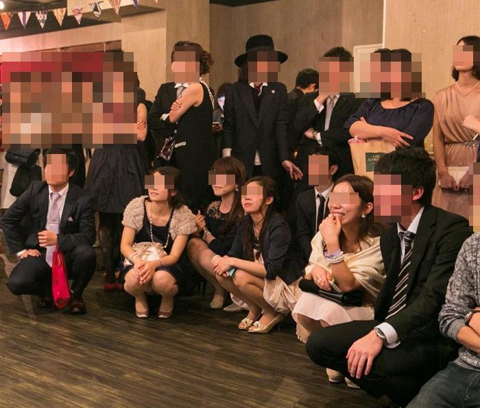 【パンチラエロ画像】ミニスカ女子が前列だから当然…半永久的に丸見えな記念写真パンチラwww 24