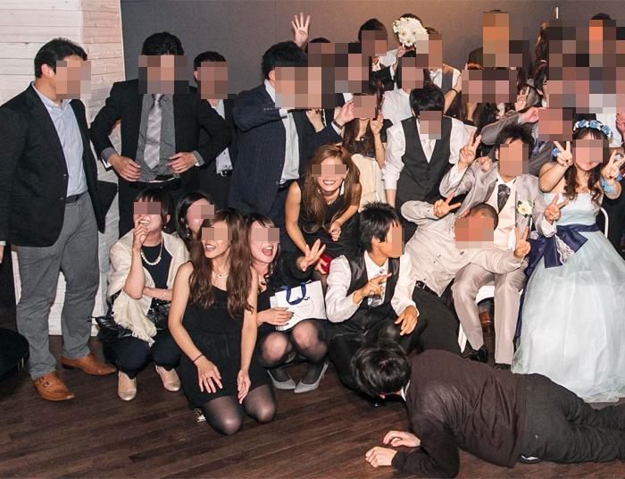 【パンチラエロ画像】ミニスカ女子が前列だから当然…半永久的に丸見えな記念写真パンチラwww 26