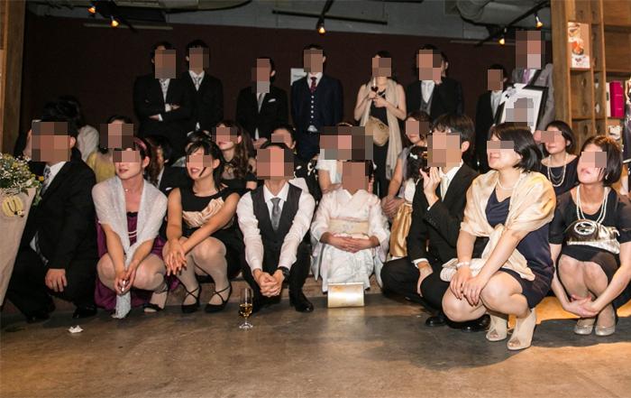 【パンチラエロ画像】ミニスカ女子が前列だから当然…半永久的に丸見えな記念写真パンチラwww 27