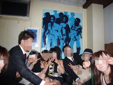【パンチラエロ画像】ミニスカ女子が前列だから当然…半永久的に丸見えな記念写真パンチラwww 30