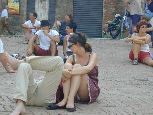 【海外エロ画像】これが日常wパンチラとともにあるブロンド素人の休日www 02