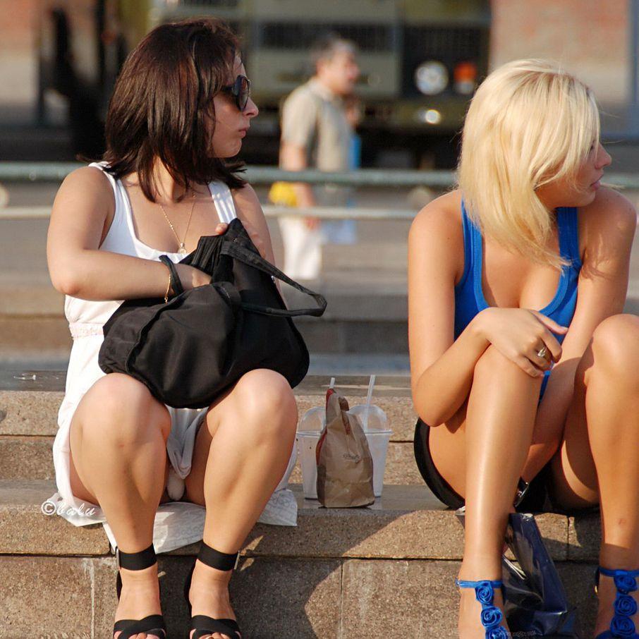 【海外エロ画像】これが日常wパンチラとともにあるブロンド素人の休日www 05